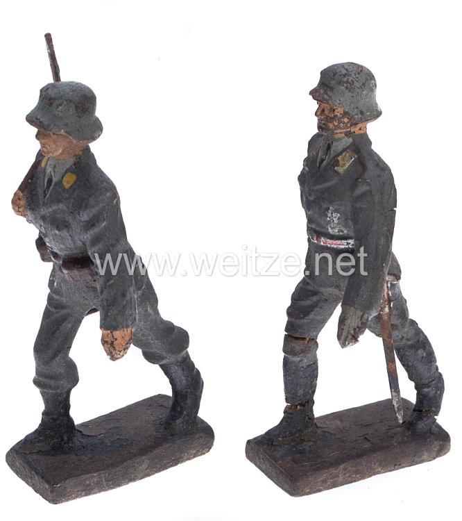 Lineol - Luftwaffe Fliegertruppe Offizier und Soldat mit Stahlhelm im Marsch