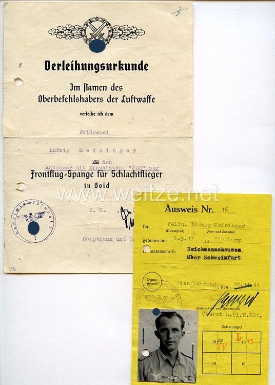 Verleihungsurkunde für die Frontflug-Spange für Schlachtflieger in Gold mit Anhänger mit Einsatzzahl 200