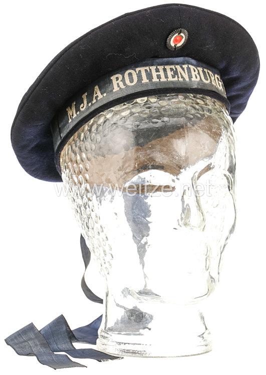 Marine-Jugend dunkelblaue Tellermütze für einen Jungen der Abteilung Rothenburg ob der Tauber