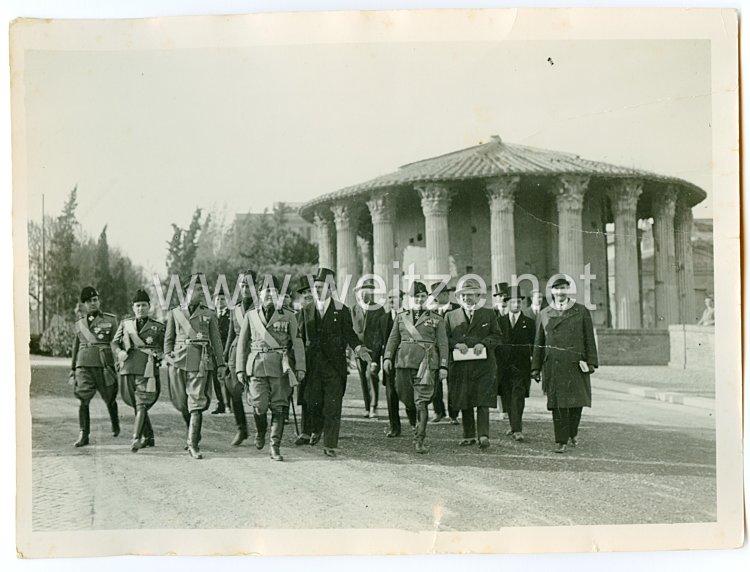 Königreich Italien Pressefoto: Benito Mussolini und Offiziere der Armee bei einer Besichtigung