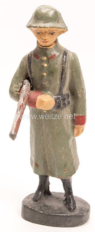 Elastolin - Heer Soldat im Mantel auf Wache stehend